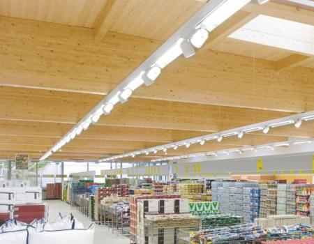 luci a led in un supermercato